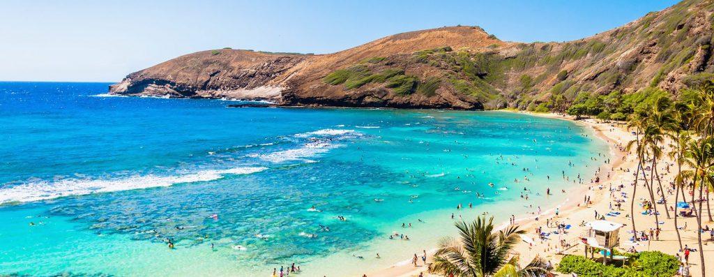 popular snorkeling spot on oahu: hanauma bay