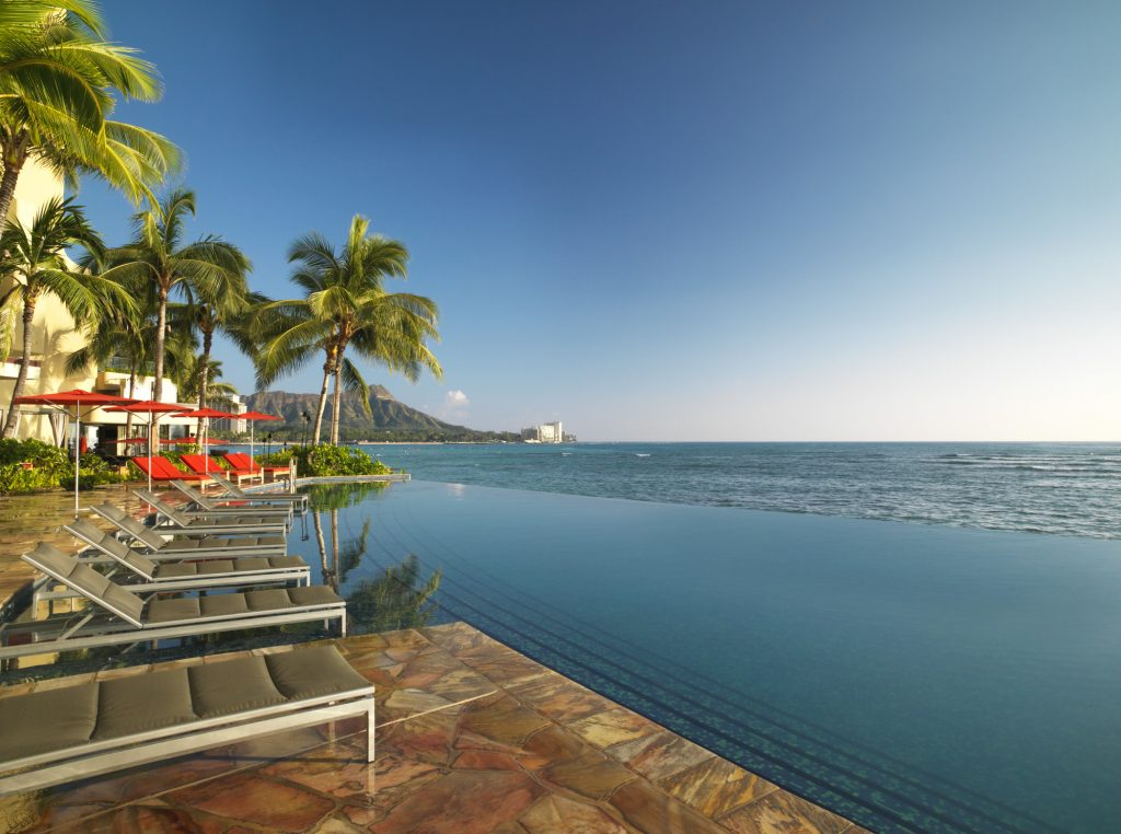 best place to stay in waikiki - sheraton infinity edge pool